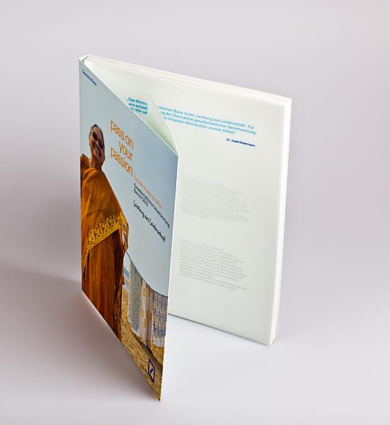 Geschäftsbericht als Schweizer Broschur mit Klappenumschlag und Transparentblatt an erster Stelle