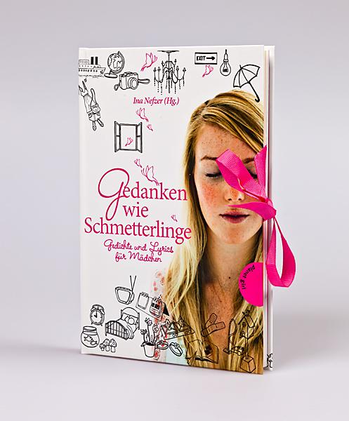 Buch mit eingearbeiteter Schleife
