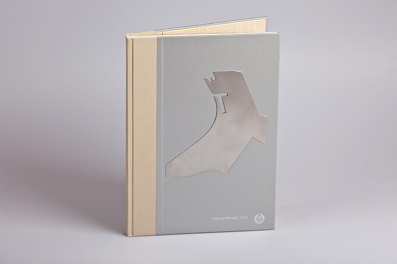 Buchdecke mit eingearbeiteter Stahlplatte